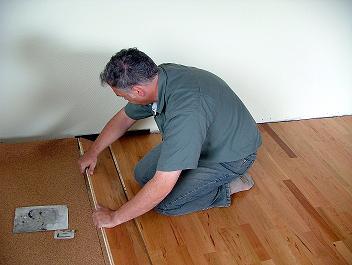 Neben Maler  Und Tapezierarbeiten Verlegen Wir Ihren Laminat  Oder  Fertigparkettboden Sowie Korkboden Fachgerecht. Wir Bieten Ihnen Somit Alle  ...